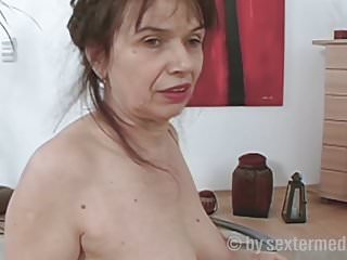milfs fucking lesbian puusy with strapon